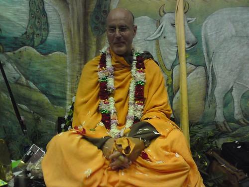 Indradyumna Swami Vyasa puja in UK 2010 -0021 por ISKCON desire  tree.