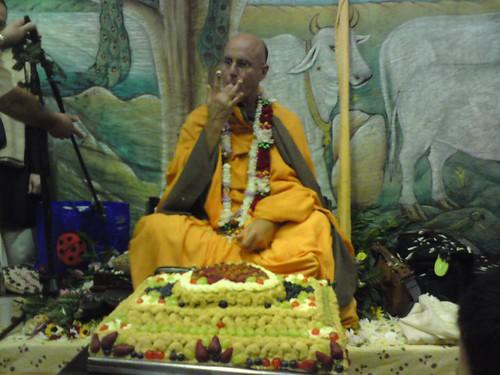 Indradyumna Swami Vyasa puja in UK 2010 -0031 por ISKCON desire  tree.