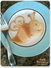 bee-pancake-art (Jim's Pancakes) Tags: pancakes funfood foodart pancakeart animalpancake pancakeanimals shapedpancakes