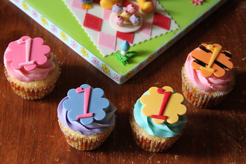 Cuppies with Winnie the pooh and friends inspired toppers