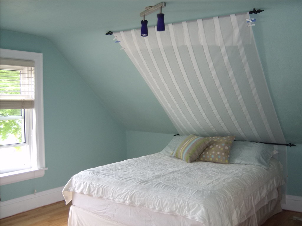 ideas for painting sloped ceilings in bedrooms - SLOPED CEILING BEDROOM