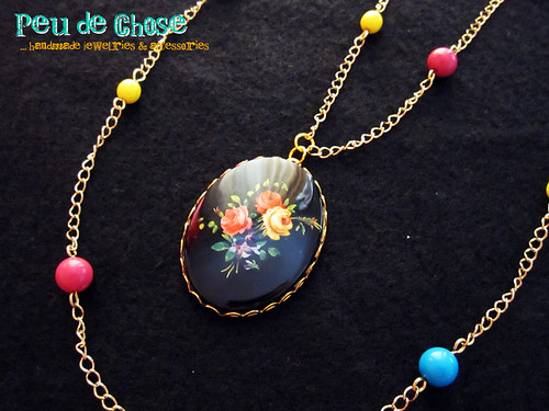 NK0056-01Black Oval Cameo with Roses and Colourful Beads Necklace