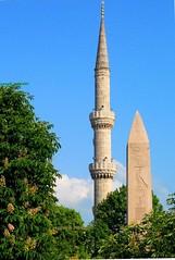 2010 istanbul 234 (ebruzenesen - esengül) Tags: turkey türkiye istanbul mosque ottoman cami deniz mavi sultanahmet bulut minare kubbe architec yeşillik süsleme alem şadırvan avlu tarihiyapı ebruzenesen muslimcultur dikiltaş