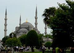 2010 istanbul 431 (ebruzenesen - esengül) Tags: turkey türkiye istanbul mosque ottoman cami deniz mavi sultanahmet bulut minare kubbe architec yeşillik süsleme alem şadırvan avlu tarihiyapı ebruzenesen muslimcultur dikiltaş