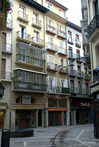 Edificios de viviendas en la calle Zapatería vistos desde la calle Pozoblanco.