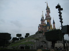"""Le château vu de l""""entrée d""""Adventureland"""
