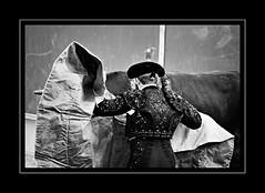 matarlo jams, slo quera ponerle la mantita para que no pase frio (quino para los amigos) Tags: madrid show espaa cold love sex spain couple pareja amor comida bull meat hate corrida toro espera frio mascota ternera takecare torero espectaculo distraido odio chanchitos mantita distraccion boadilladelmonte torear cuidarlo deportedemierda