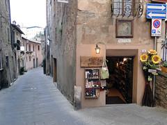 Montepulciano (Rodrigo_Soldon) Tags: new italien italy moon nova italia hill medieval tuscany lua siena montepulciano toscana toscane renaissance italie itlia toskana  toskania
