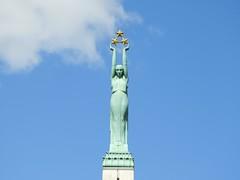 26 giu 2017 - Riga - Monumento alla libertà (3) (Thelonelyscout) Tags: riga lettonia latvia blackheads three brothers