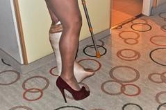 sexy despite cast (cast'n_heels) Tags: plastercast platform piedoplatre gipsbein slwc gehgips heel gesso legs highheel nylon