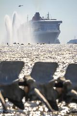 L'arrivé (Bastien Musset) Tags: quenn mary 2 the bridge 2017 course transatlantique evenement évenement paquebot st nazaire saint brevin les pins serpent docéan remorqueur cunard loire