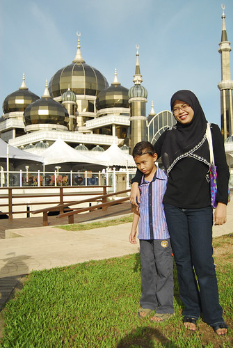 Cembam & Ekal in front of Crystal mosque
