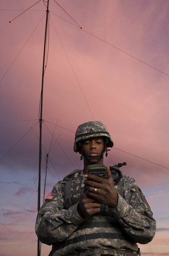 DoD Buzz: Army builds small unit net cloud