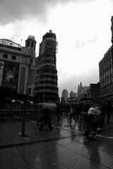 Plaza de Callao (Cazador de imágenes) Tags: madrid españa rain umbrella d50 lluvia spain nikon nikond50 espagne paraguas spanien spagna spanje ombrello parapluie spania 西班牙 regenschirm spange