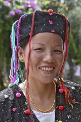 Yunnan, Ruili : De'ang village #6 (foto_morgana) Tags: china portrait people hat asia dress yunnan ethnic minorities palaung ruili deang traditionnaldress traditionnalgarment