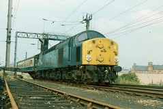 40079 leaving Warrington - 29th July, 1978 (Deadmans Handle) Tags: warringtonbankquay class40 40025