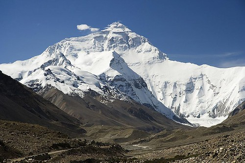 800px-Everest_North_Face_toward_Base_Camp_Tibet_Luca_Galuzzi_2006_edit_1