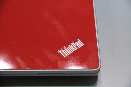 ThinkPad Edge 13 レッドモデルのロゴ
