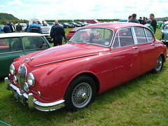 Jaguar S Type lookalike - This one is a Mk 2 though.
