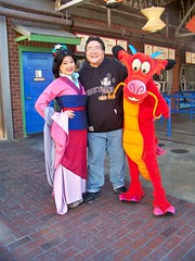 Mulan, Me and Mushu! (Loren Javier) Tags: me disneyland californiaadventure mulan pacificwharf mushu goldenstate disneycharacters disneylandcharacters luckyfortunecookery disneylandcastmembers lorenjavier disneylandrestaurants
