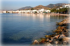 Morning in Bodrum (andreea_gerendy) Tags: city morning blue trees houses sea sky sun white seascape beach water wall turkey palms landscape sand october stones sunny hills clear bodrum mediterraneansea turkishriviera canoneos400d andreeagerendy yourwonderland stillnops
