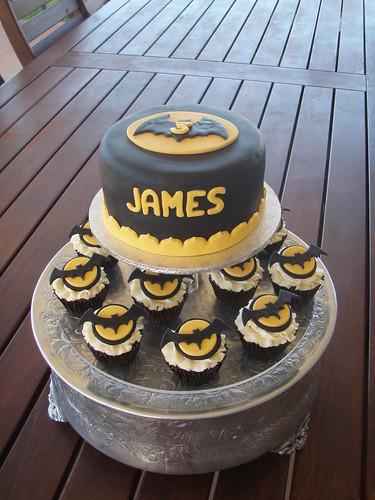Mossy's masterpiece - Batman cake & cupcakes