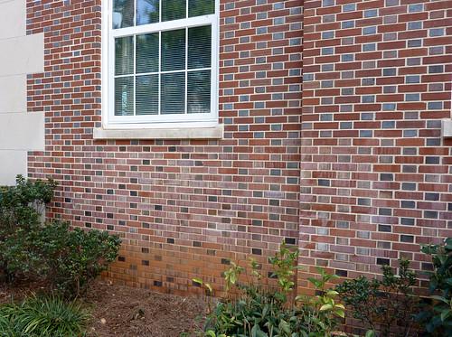 P1000488-2010-01-31-Shutze-Grady-HS-Brick-Detail