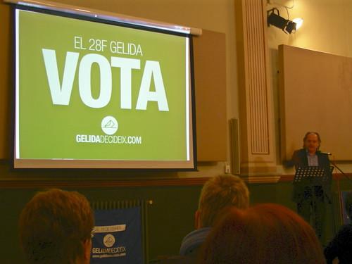 El Director d'el 3 de vuit Ricard Rafecas animant a votar