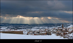 Rays of light (roskil) Tags: winter sunset sky espaa snow clouds landscape atardecer spain ray nieve paisaje cielo panoramica nubes invierno rayo espagne navarre niege navarra nafarroa beautifulphoto arroniz superlativas hiber flickrunitedaward