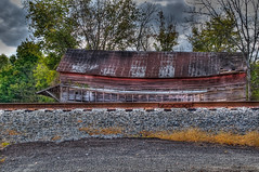 DMT_20091022144309 (Felicia Foto) Tags: trees red abandoned barn rural franklin nikon rust tennessee country ruin hdr highdynamicrange ruraldecay allrightsreserved railroadtracks catchycolorsred catchycolorsblue photomatix middletennessee 1xp hdrsingleraw williamsoncounty nikon1855mm d5000 thompsonsstation artofimages arethesebuildings denisetschida