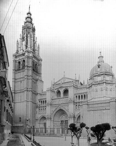 Catedral de Toledo hacia 1900. Fotografía de Eugène Lefèvre-Pontalis. Société Française d'Archéologie et Ministère de la Culture (France), Médiathèque de l'architecture et du patrimoine (archives photographiques) diffusion RMN