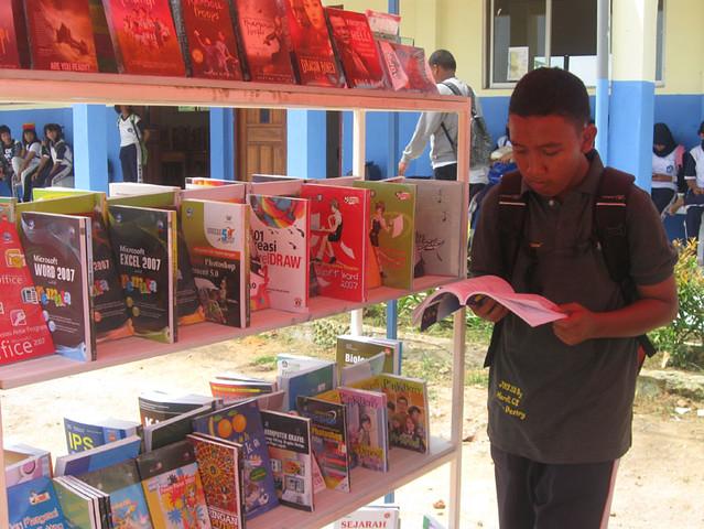 Bazar Buku SMPN 28 Batam, Kerjasama dengan Pustaka 171 BATAM POS