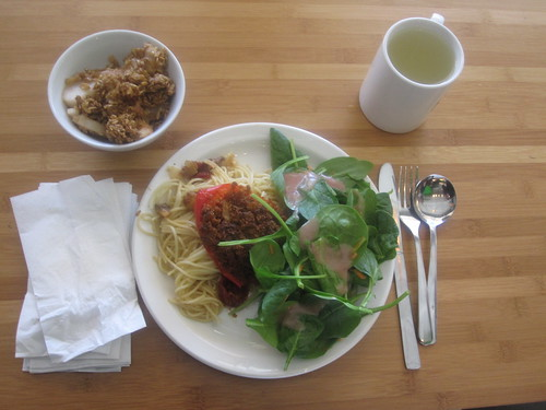 Lemonade, salad, garlic spaghetti with mushrooms and tomatoes, stuffed pepper, apple crumble from the bistro - $6