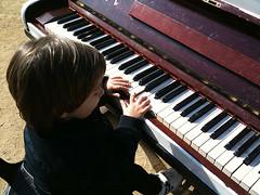 Toca'm / Play Me (MA!LO) Tags: barcelona piano parc ciutadella iphone mondoleo