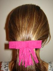 prendedor lao pink (FUXIC) Tags: tiara flor jeans e preta tac tic branca chaton lao