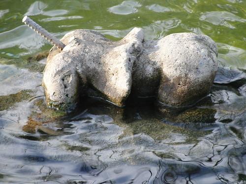 anatomía del parque de la victoria de jaén: sin cabeza y culo en pompa