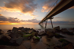Pont De Seda (Isaki ) Tags: longexposure sea sunrise mar amanecer catalunya 1022 badalona isaki largaexposicin sortidadesol pontdelpetroli nd110 bwnd110 canoneos7d