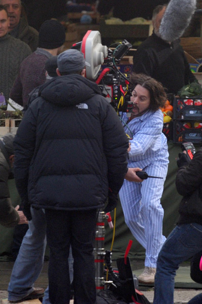 Johnny Depp filmando en pijamas