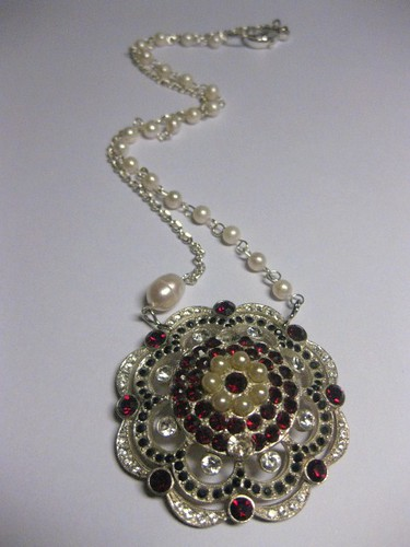 War of the roses necklace