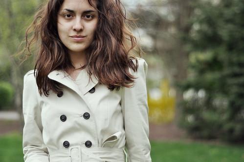フリー画像| 人物写真| 女性ポートレイト| ラテン系女性| コート|       フリー素材|