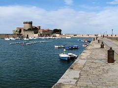 Fort et port de Socoa (Vins 64) Tags: ocean mer port fort bateau basque paysbasque atlantique aquitaine socoa ciboure leuropepittoresque