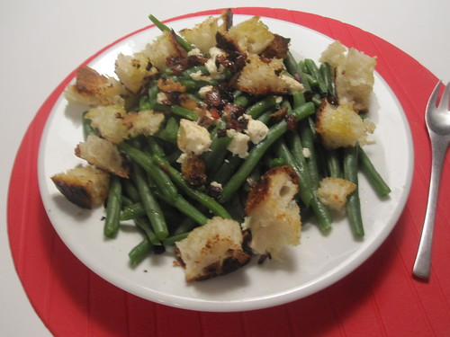 Green beans, feta and croutons warm salad