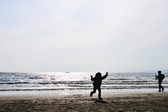 Shonan spring_06 (ajari) Tags: sea beach silhouette japan kids nikon child action  sanpo kanagawa   shonan   d300