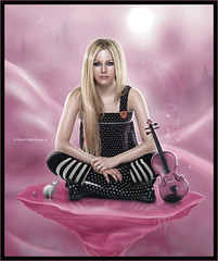 Avril Lavigne [ Sweetness of Loneliness ] ( Omar Rodriguez V.) Tags: ocean winter moon bl