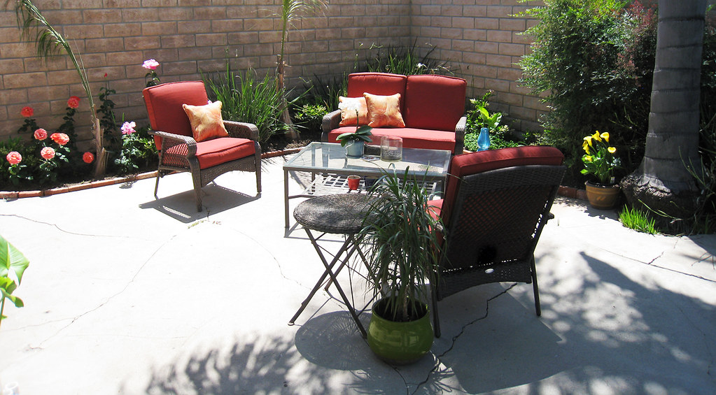 backyard living space+new patio lounge furniture