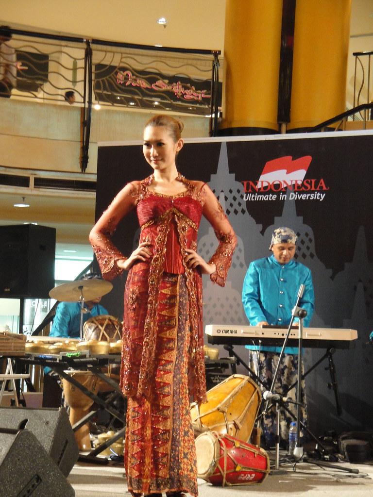 fashion show batik mother art di selangor malaysia