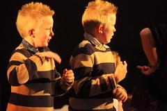 IMG_2814_resize (Erkelens Digital Imaging) Tags: en 30 er kinderen het vol af mei met een zondag elly ging 2010 hok dak weer westerkerk sfeerbeelden rikkert bunschotenspakenburg gemeentedag