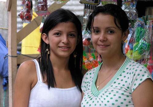 2 pretty girls - 2 muchachas bonitas; Sensuntepeque, Cabañas, El Salvador