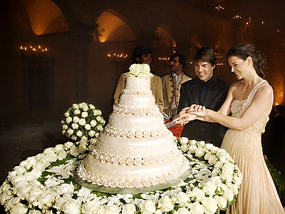 tom cruise and katie holmes wedding cake. tom-cruise-katie-holmes-