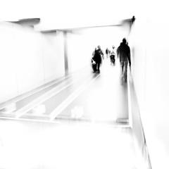 capitulo de una vida flotante (Color-de-la-vida) Tags: barcelona blur metro tmb clavealta colordelavida exposiciófotográficaalmetro espaimercèsala highkeyblurfromcam elpolsdelaciutat